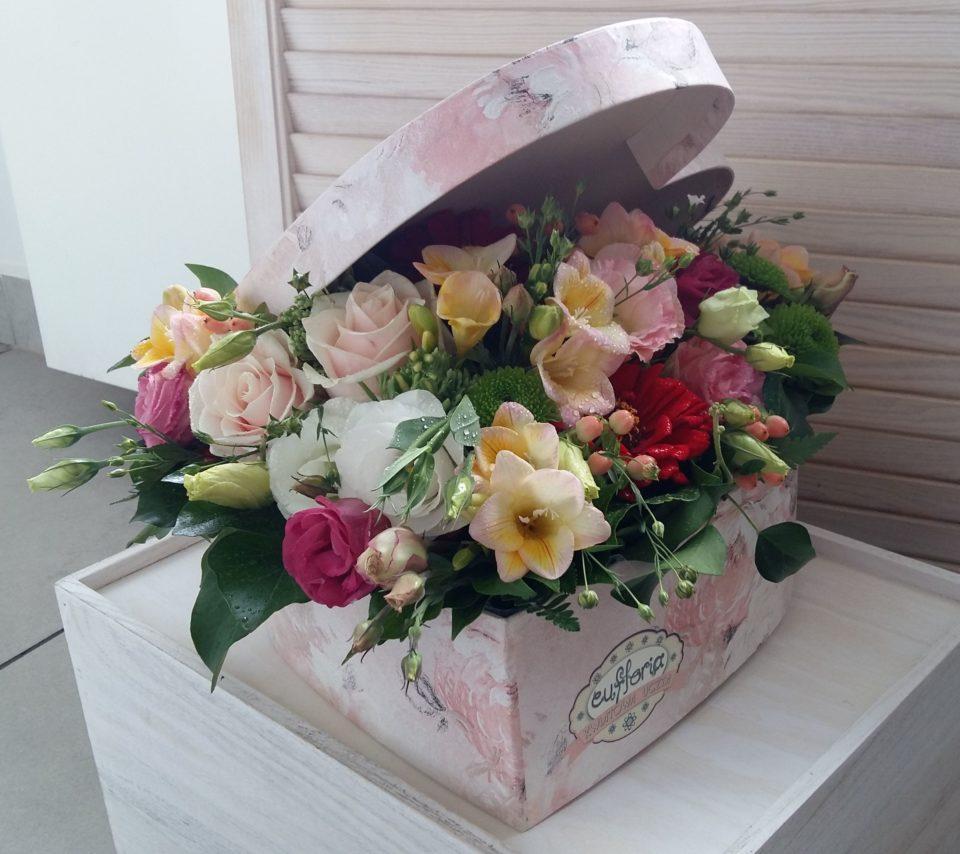6d5481272f39b1 Flower box – Poczta Bielsko – kwiaty w pudełku – FB 60 – Kwiaciarnia ...