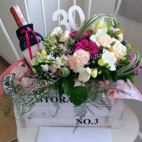 Skrzynka kwiatowa z winem (z dedykowaną liczbą 18-100 lat) – KA 5