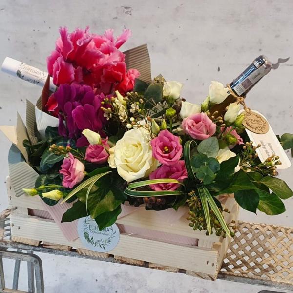 Skrzynka kwiatowa z winem (wiosenna) – KA 10